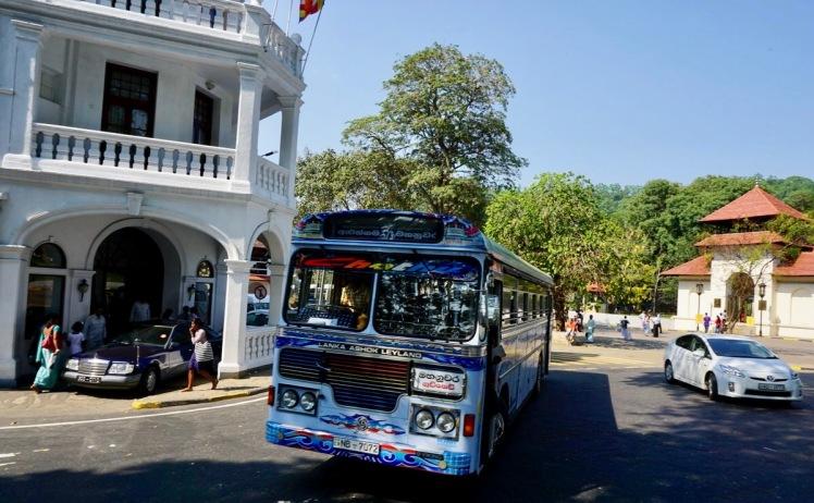 bus-of-Sri-Lanka-Lanka-Ashok-Leyland